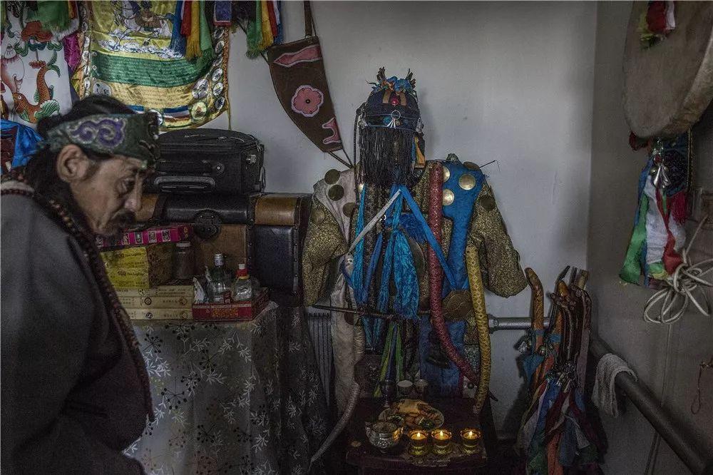摄影艺术展:呼德尔朝鲁萨满和他的弟子们 第5张 摄影艺术展:呼德尔朝鲁萨满和他的弟子们 蒙古文化