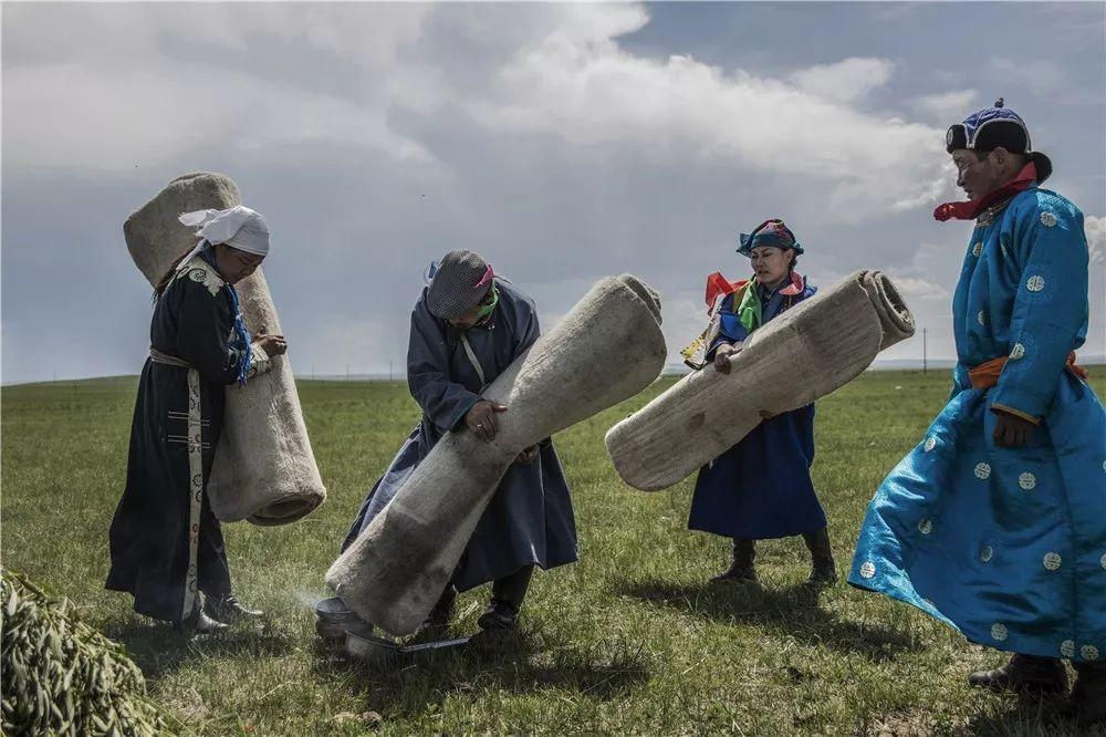 摄影艺术展:呼德尔朝鲁萨满和他的弟子们 第4张 摄影艺术展:呼德尔朝鲁萨满和他的弟子们 蒙古文化