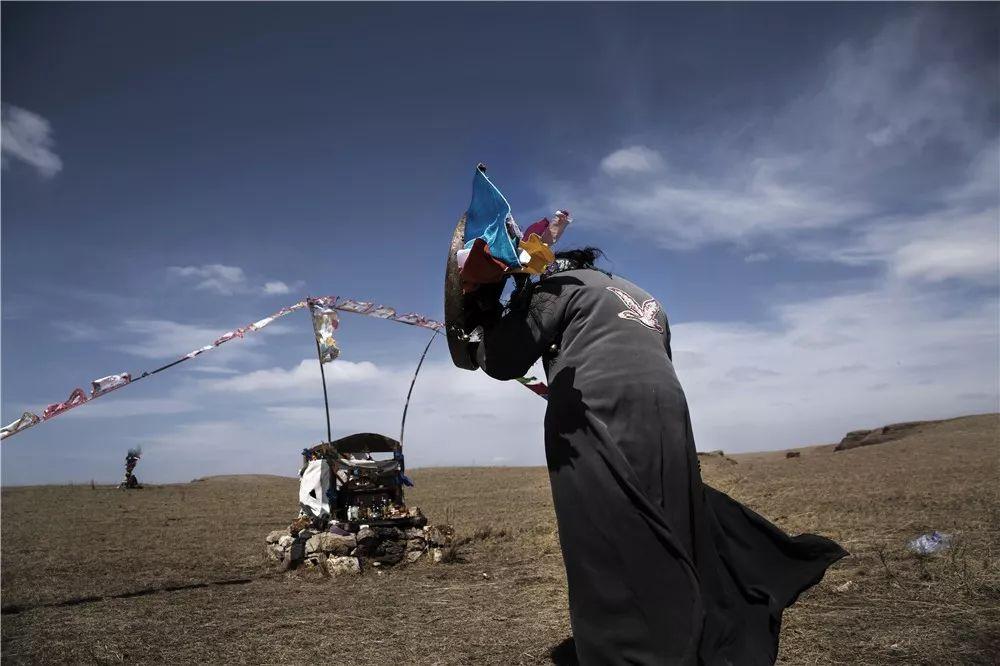 摄影艺术展:呼德尔朝鲁萨满和他的弟子们 第8张 摄影艺术展:呼德尔朝鲁萨满和他的弟子们 蒙古文化