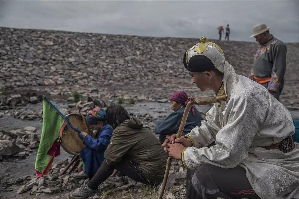 摄影艺术展:呼德尔朝鲁萨满和他的弟子们 第6张 摄影艺术展:呼德尔朝鲁萨满和他的弟子们 蒙古文化