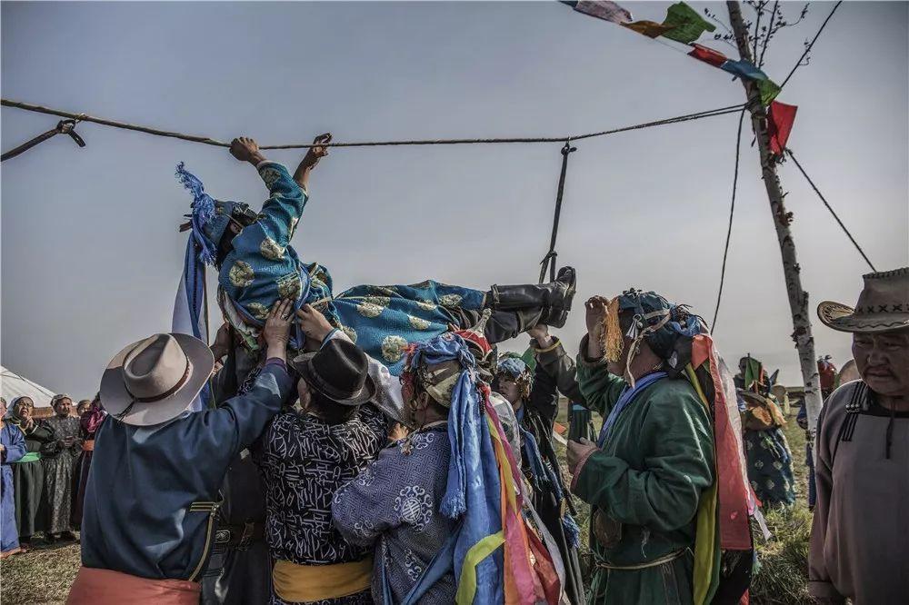 摄影艺术展:呼德尔朝鲁萨满和他的弟子们 第10张 摄影艺术展:呼德尔朝鲁萨满和他的弟子们 蒙古文化