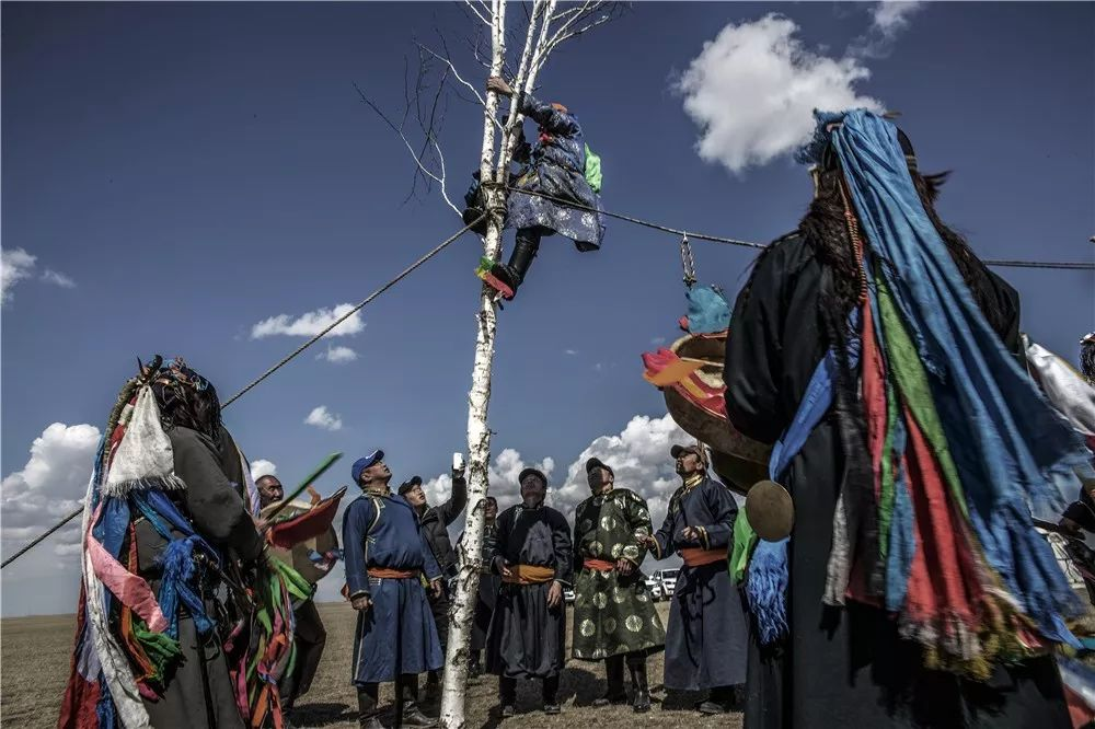 摄影艺术展:呼德尔朝鲁萨满和他的弟子们 第9张 摄影艺术展:呼德尔朝鲁萨满和他的弟子们 蒙古文化