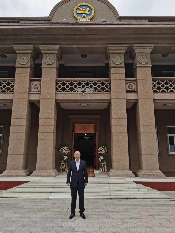 """蒙古国总统通过驻华大使丹巴·冈呼雅格为腾格尔颁发了 """"北极星勋章"""" 第1张 蒙古国总统通过驻华大使丹巴·冈呼雅格为腾格尔颁发了 """"北极星勋章"""" 蒙古音乐"""