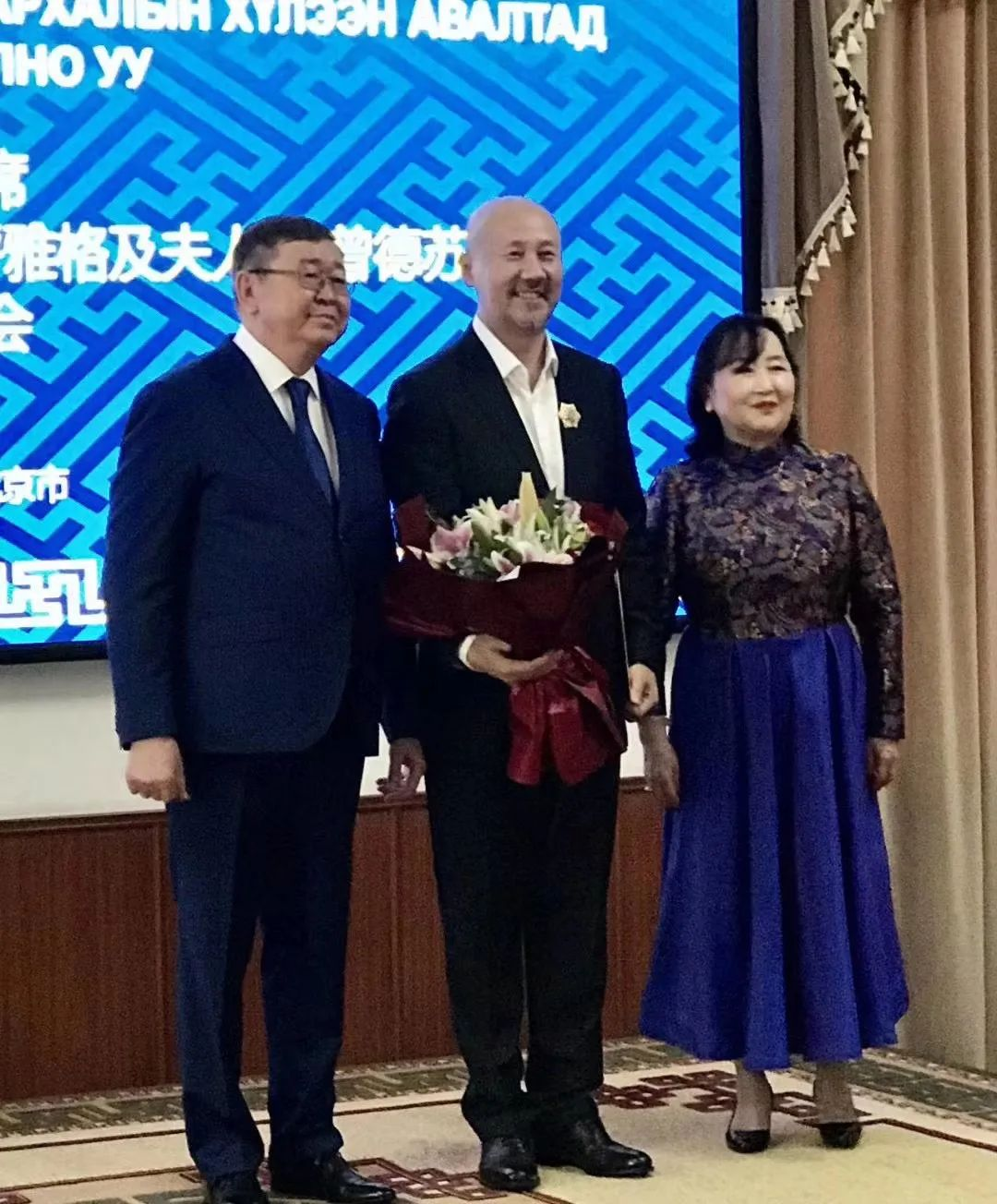 """蒙古国总统通过驻华大使丹巴·冈呼雅格为腾格尔颁发了 """"北极星勋章"""" 第5张 蒙古国总统通过驻华大使丹巴·冈呼雅格为腾格尔颁发了 """"北极星勋章"""" 蒙古音乐"""