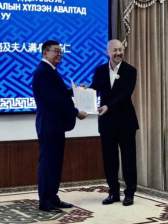 """蒙古国总统通过驻华大使丹巴·冈呼雅格为腾格尔颁发了 """"北极星勋章"""" 第4张 蒙古国总统通过驻华大使丹巴·冈呼雅格为腾格尔颁发了 """"北极星勋章"""" 蒙古音乐"""