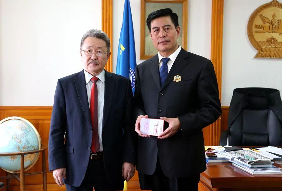 """蒙古国总统通过驻华大使丹巴·冈呼雅格为腾格尔颁发了 """"北极星勋章"""" 第10张 蒙古国总统通过驻华大使丹巴·冈呼雅格为腾格尔颁发了 """"北极星勋章"""" 蒙古音乐"""