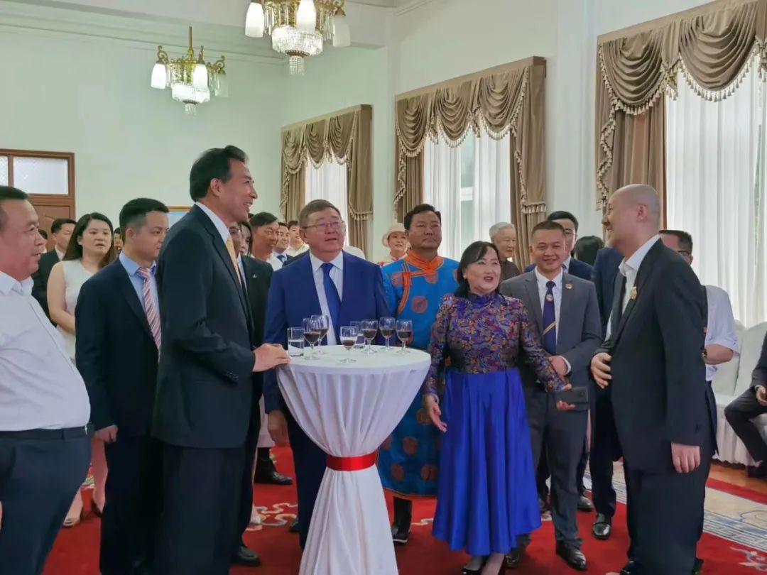 """蒙古国总统通过驻华大使丹巴·冈呼雅格为腾格尔颁发了 """"北极星勋章"""" 第7张 蒙古国总统通过驻华大使丹巴·冈呼雅格为腾格尔颁发了 """"北极星勋章"""" 蒙古音乐"""