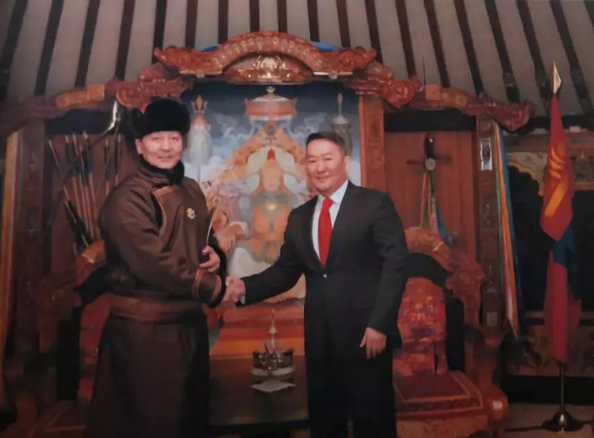 """蒙古国总统通过驻华大使丹巴·冈呼雅格为腾格尔颁发了 """"北极星勋章"""" 第14张 蒙古国总统通过驻华大使丹巴·冈呼雅格为腾格尔颁发了 """"北极星勋章"""" 蒙古音乐"""