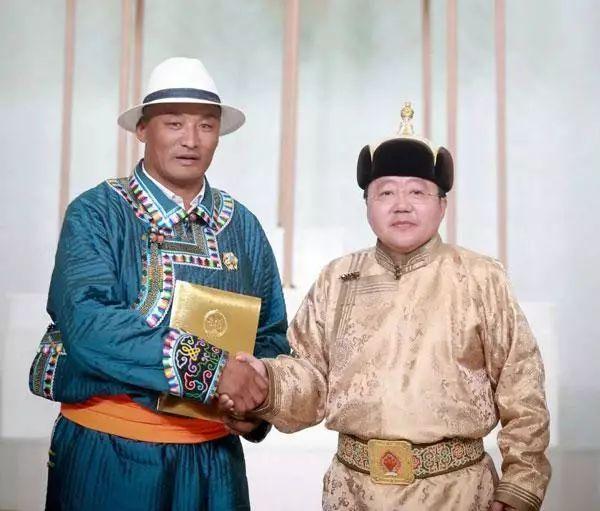 """蒙古国总统通过驻华大使丹巴·冈呼雅格为腾格尔颁发了 """"北极星勋章"""" 第16张 蒙古国总统通过驻华大使丹巴·冈呼雅格为腾格尔颁发了 """"北极星勋章"""" 蒙古音乐"""