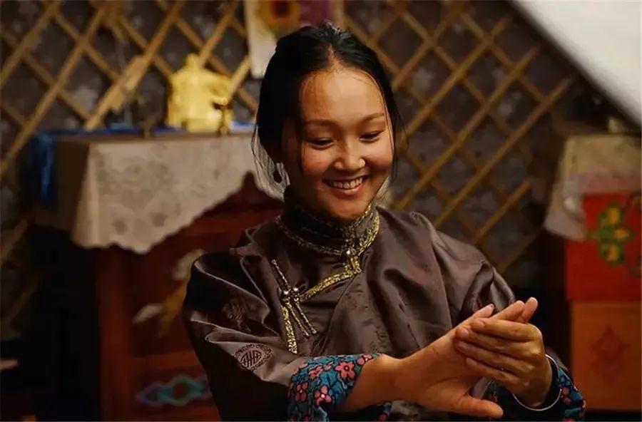 蒙古语电影《白云之下》已经上映了 第2张 蒙古语电影《白云之下》已经上映了 蒙古音乐
