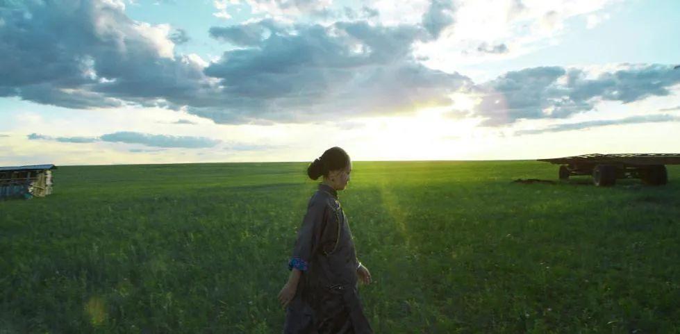 蒙古语电影《白云之下》已经上映了 第8张 蒙古语电影《白云之下》已经上映了 蒙古音乐
