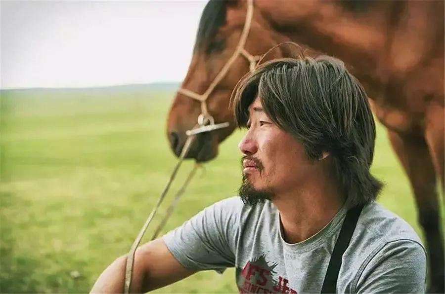 蒙古语电影《白云之下》已经上映了 第7张 蒙古语电影《白云之下》已经上映了 蒙古音乐