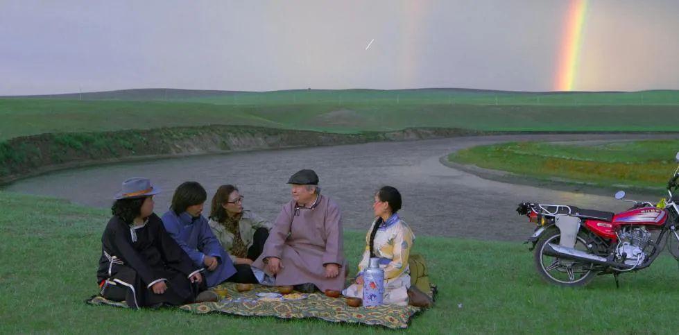 蒙古语电影《白云之下》已经上映了 第4张 蒙古语电影《白云之下》已经上映了 蒙古音乐