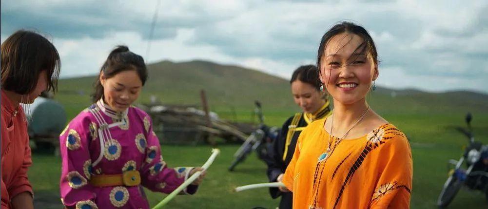 蒙古语电影《白云之下》已经上映了 第9张 蒙古语电影《白云之下》已经上映了 蒙古音乐