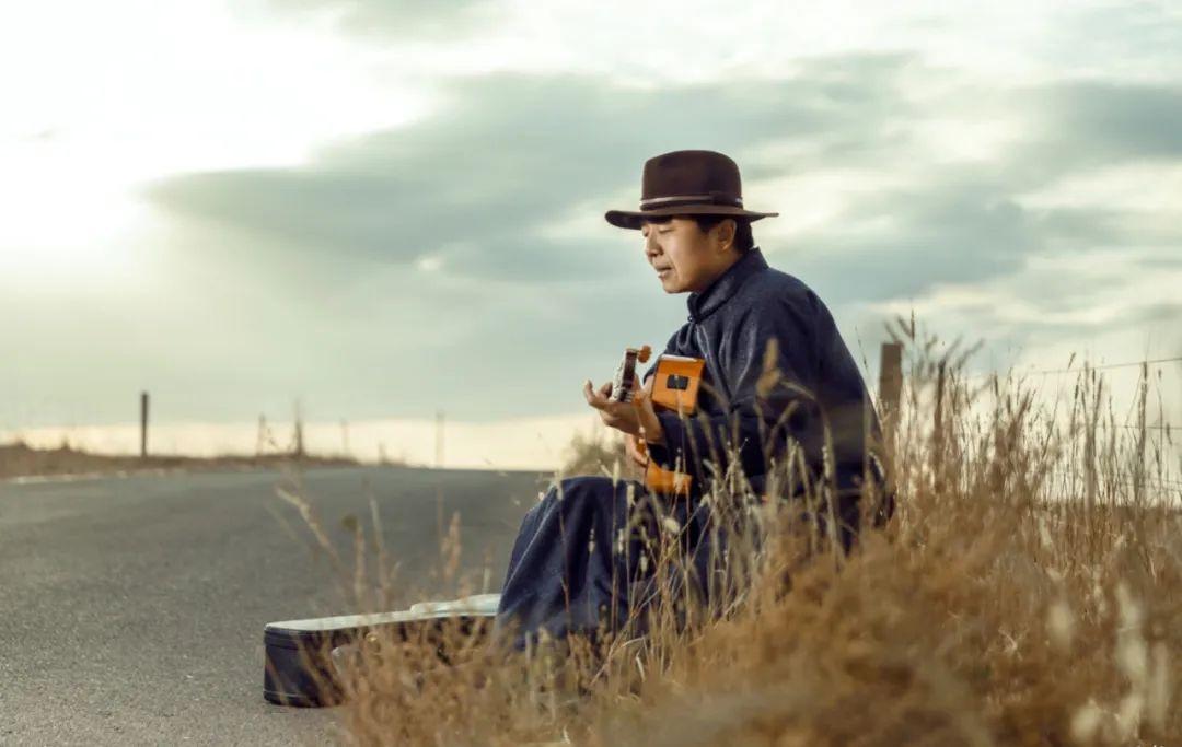 6岁小朋友演唱《永恒的火布斯》,向大家介绍最古老的蒙古族第一弹拨乐器火布斯 第5张 6岁小朋友演唱《永恒的火布斯》,向大家介绍最古老的蒙古族第一弹拨乐器火布斯 蒙古音乐