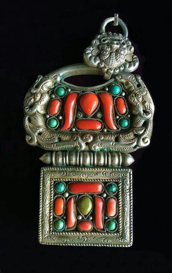 蒙古族佩刀装饰艺术 第3张