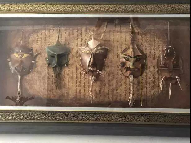 【蒙古文】阿拉善80后雕刻达人:薄牛皮上雕出3D立体画,啧啧令人称奇 第21张 【蒙古文】阿拉善80后雕刻达人:薄牛皮上雕出3D立体画,啧啧令人称奇 蒙古工艺