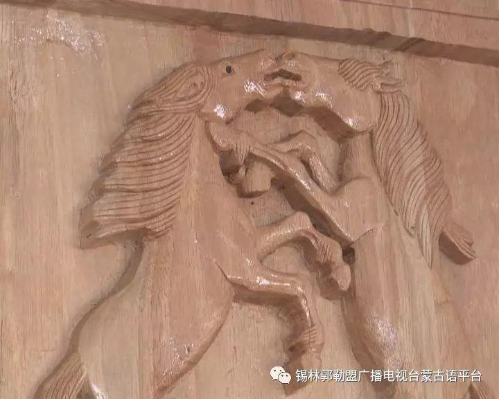高·哈斯巴根雕刻的《蒙古族马文化经典木雕》作品与观众见面【蒙古文】 第8张