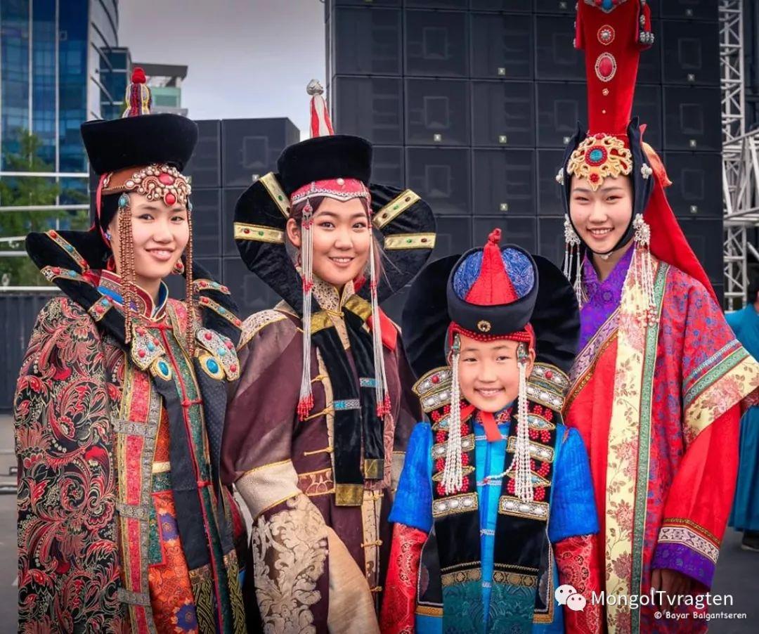 ᠮᠣᠩᠭᠣᠯ ᠨᠠᠭᠠᠳᠣᠮ 那达慕 第37张 ᠮᠣᠩᠭᠣᠯ ᠨᠠᠭᠠᠳᠣᠮ 那达慕 蒙古文化