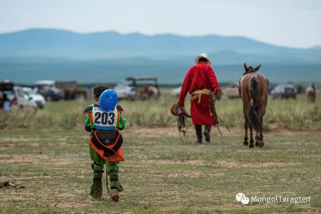 ᠮᠣᠩᠭᠣᠯ ᠨᠠᠭᠠᠳᠣᠮ 那达慕 第71张 ᠮᠣᠩᠭᠣᠯ ᠨᠠᠭᠠᠳᠣᠮ 那达慕 蒙古文化