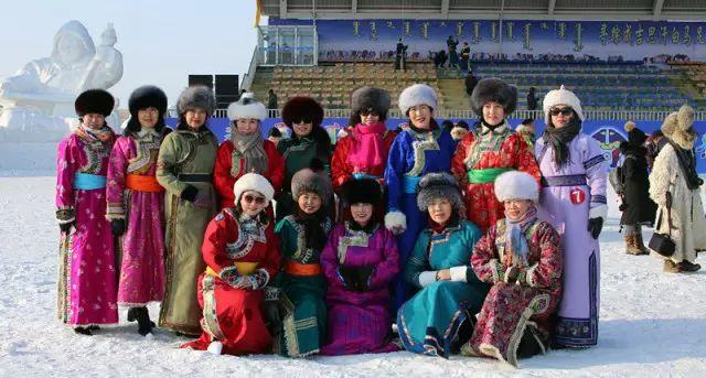 银色乌珠穆沁草原——绚丽的蒙古袍 第1张