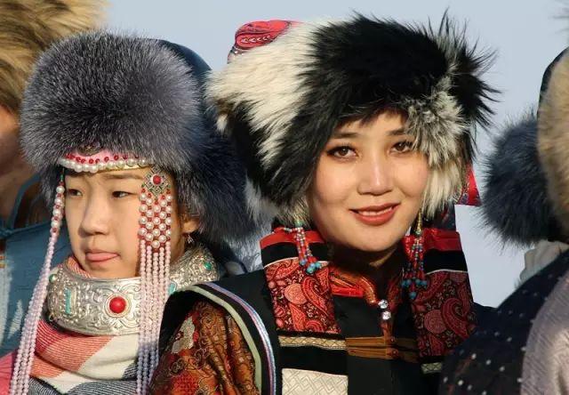 银色乌珠穆沁草原——绚丽的蒙古袍 第2张