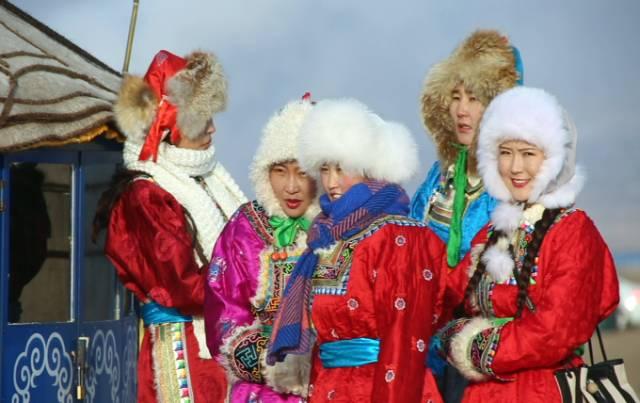 银色乌珠穆沁草原——绚丽的蒙古袍 第6张