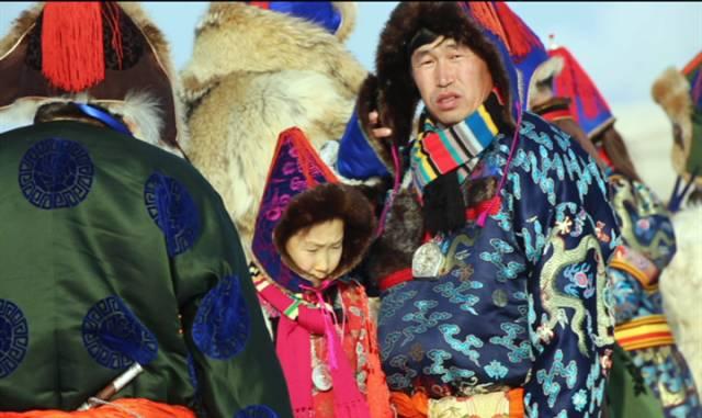 银色乌珠穆沁草原——绚丽的蒙古袍 第9张