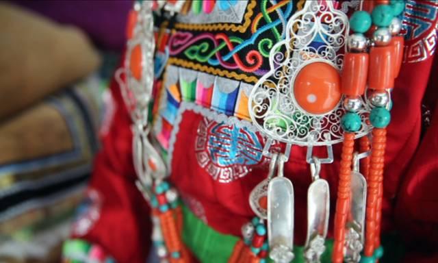 银色乌珠穆沁草原——绚丽的蒙古袍 第8张