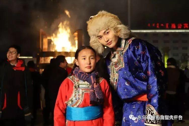 乌珠穆沁传统民族服饰,美得惊艳众人 第6张