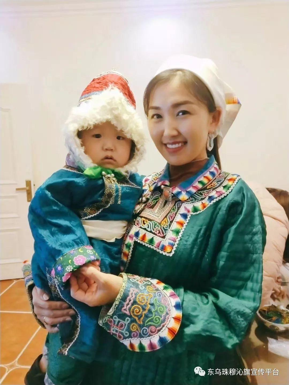 乌珠穆沁传统民族服饰,美得惊艳众人 第3张