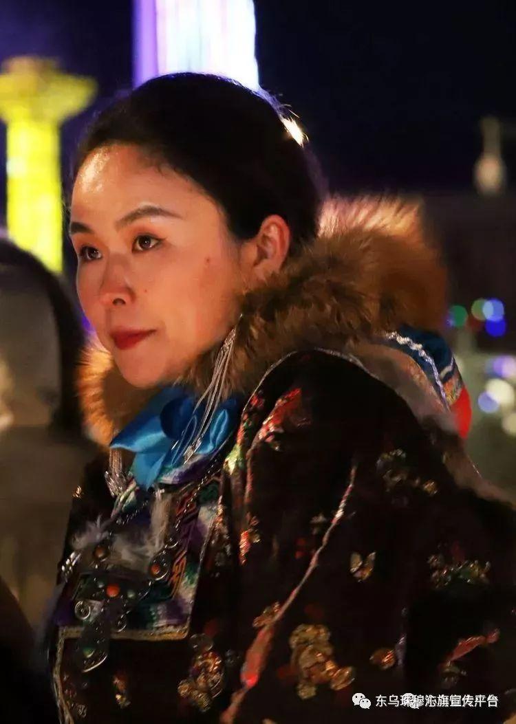 乌珠穆沁传统民族服饰,美得惊艳众人 第11张