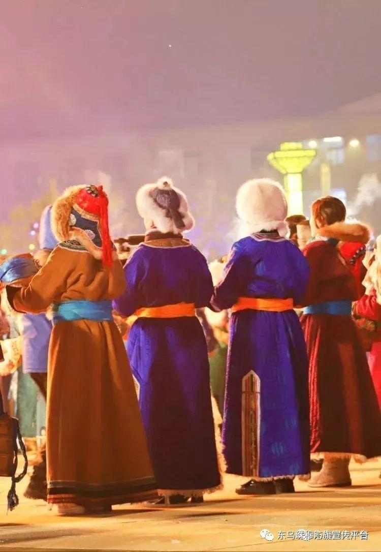 乌珠穆沁传统民族服饰,美得惊艳众人 第13张