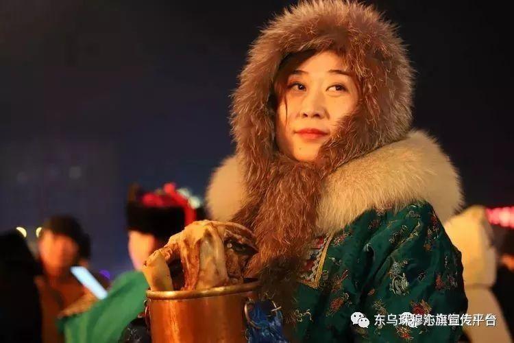 乌珠穆沁传统民族服饰,美得惊艳众人 第19张