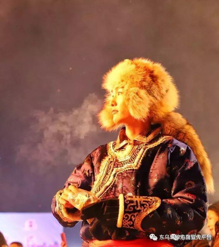 乌珠穆沁传统民族服饰,美得惊艳众人 第16张
