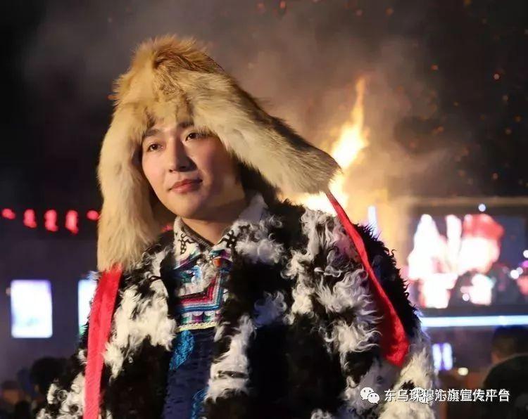乌珠穆沁传统民族服饰,美得惊艳众人 第21张