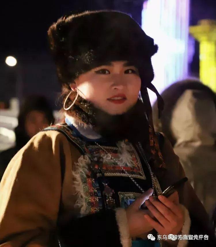 乌珠穆沁传统民族服饰,美得惊艳众人 第22张