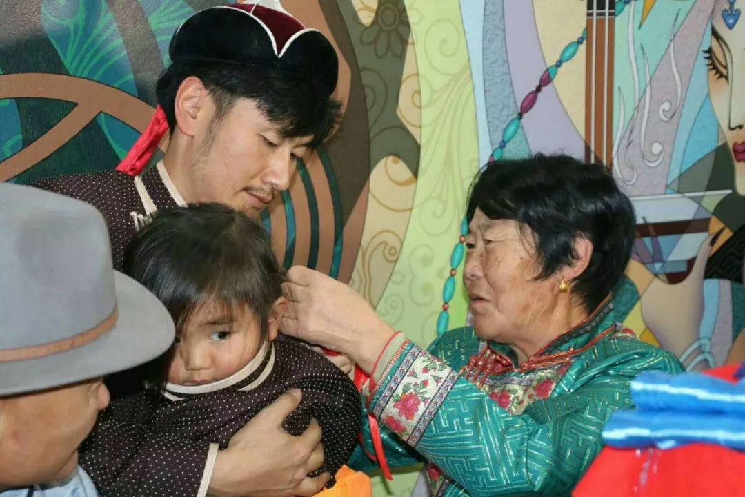 【乌拉特文化】蒙古族理剃胎发仪式 第2张 【乌拉特文化】蒙古族理剃胎发仪式 蒙古文化