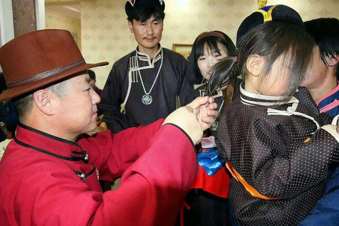 【乌拉特文化】蒙古族理剃胎发仪式 第5张 【乌拉特文化】蒙古族理剃胎发仪式 蒙古文化