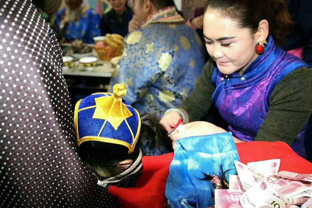 【乌拉特文化】蒙古族理剃胎发仪式 第4张 【乌拉特文化】蒙古族理剃胎发仪式 蒙古文化