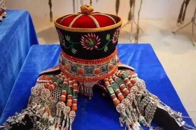 【乌拉特文化】霓裳 | 华丽的蒙古族头饰