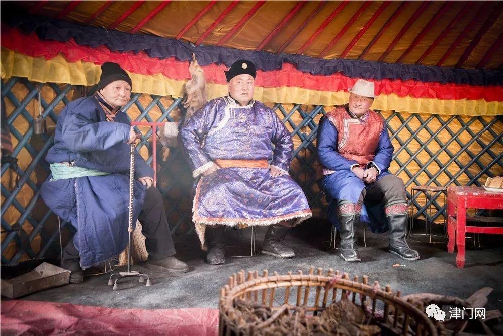 【内蒙名家】管永新摄影作品赏析 · 蒙古人祭火 第8张