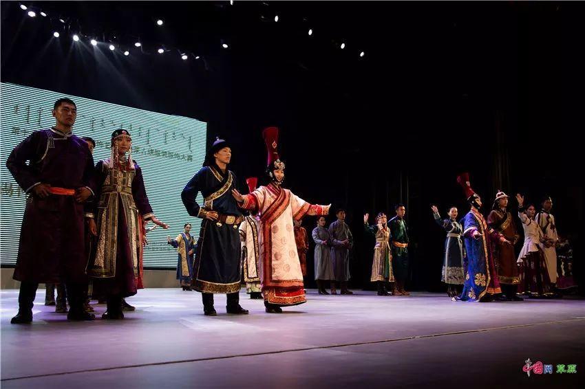 第十六届蒙古族服装服饰艺术节,绚丽多彩的蒙古袍