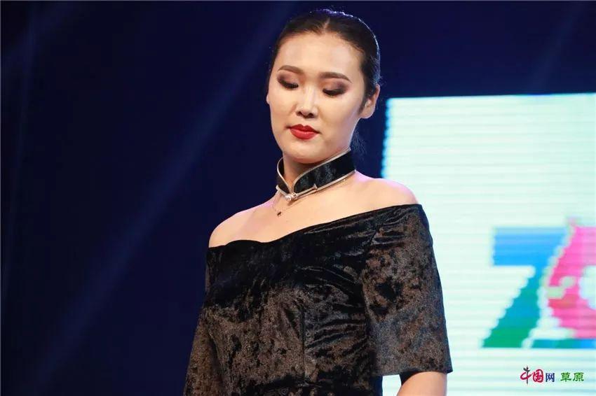第十六届蒙古族服装服饰艺术节,绚丽多彩的蒙古袍 第5张