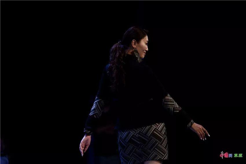 第十六届蒙古族服装服饰艺术节,绚丽多彩的蒙古袍 第16张