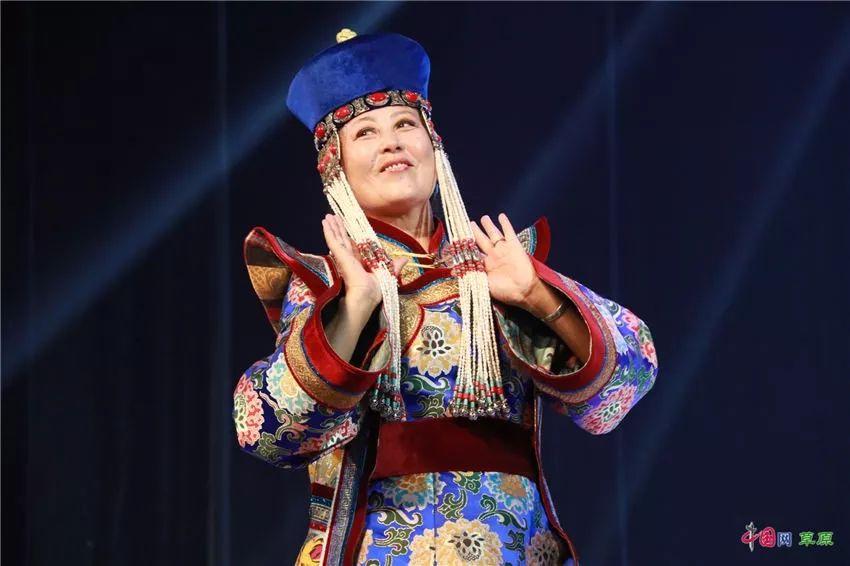 第十六届蒙古族服装服饰艺术节,绚丽多彩的蒙古袍 第21张