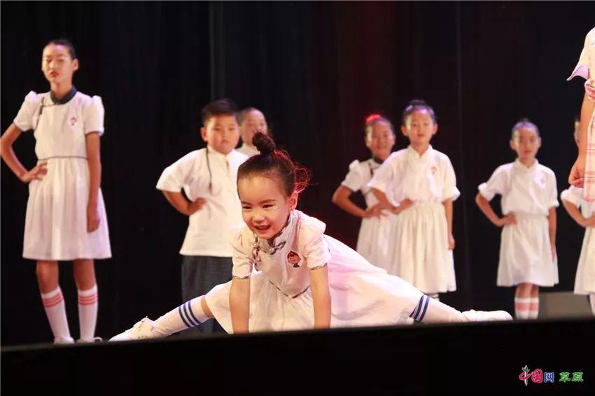 第十六届蒙古族服装服饰艺术节,绚丽多彩的蒙古袍 第20张
