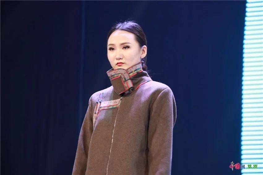 第十六届蒙古族服装服饰艺术节,绚丽多彩的蒙古袍 第25张