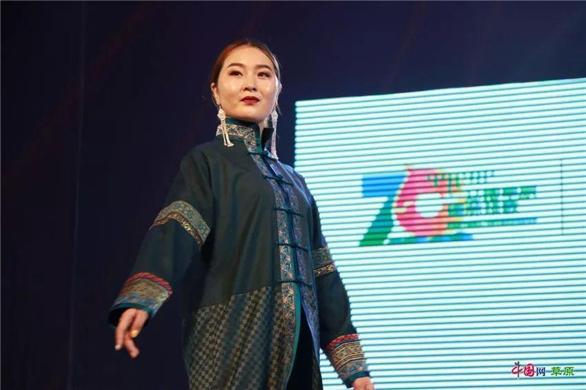 第十六届蒙古族服装服饰艺术节,绚丽多彩的蒙古袍 第29张
