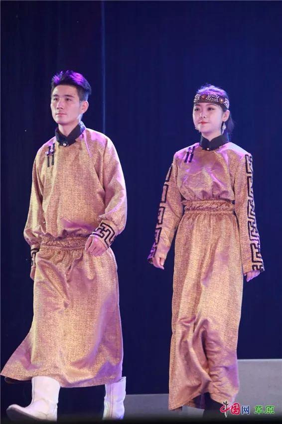第十六届蒙古族服装服饰艺术节,绚丽多彩的蒙古袍 第31张